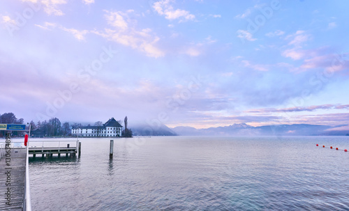 Fotobehang Pier Lake Attersee in the morning with Schloss Kammer