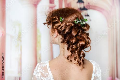 Natürliches romantisches Make-up und Styling für eine Hochzeit