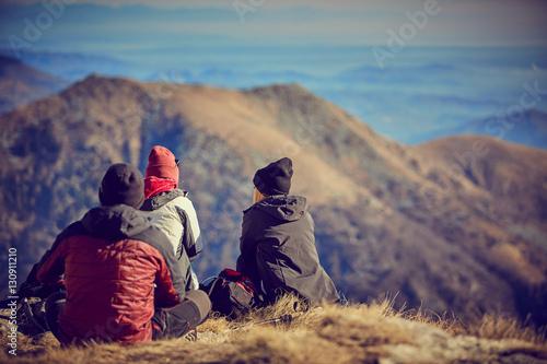 Poster Ragazzi in montagna senso di libertà