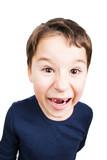 kleiner Junge mit großer Zahnlücke