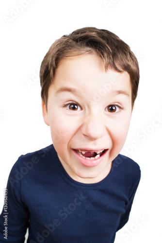 Poster kleiner Junge mit großer Zahnlücke