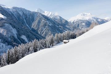 Winterlandschaft mit Schihütten