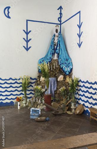 "Poster Kuba, Trinidad; Hauptaltar der Göttin  "" Yemaya ""  im  "" Tempel Yemalla """