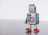 Blechroboter-Spielzeug, Methapher für Chatbot / Socialbot und Algorithmen