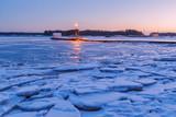 Зима на берегу финского залива в Эспоо, Финляндия