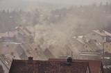 Fototapeta City - Dym nad dachami domów  © Grzegorz Polak