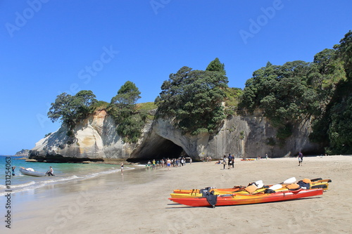Fotobehang Cathedral Cove canoes on the beach of cathedral cove