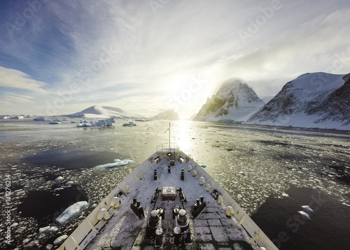 Foto op Canvas Antarctica Cruising among ice