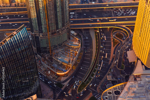 Poster Dubai sunset roads from above