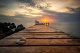 Morze o wschodzie słońca na wybrzeżu Morza Czarnego w pobliżu Warny, Bułgaria