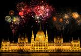 Feuerwerk über dem Parlament Budapest/Ungarn