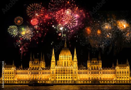 Poster Feuerwerk über dem Parlament Budapest/Ungarn