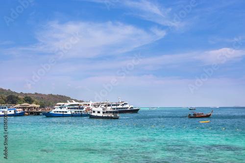 Poster Cruising ships and boats moored in andaman sea at Phi Phi Don island , Thailand