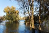 inondation sur berges de Seine en banlieue de Paris