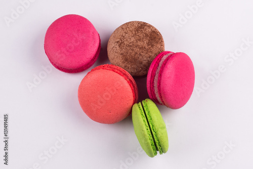 Póster Macaroons for dessert on a white background.