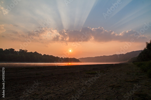Poster Beautiful sunset over the bend of the river Clutha with Southern Alps peaks on t