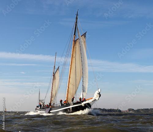 Fotobehang Zeilen Sailing at Lake IJsselmeer - Klipper Broudertrow