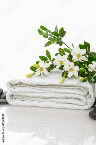 Poster Spa gardenia on towel with black stones