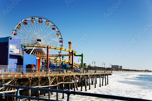 Fotobehang Amusementspark Ferris wheel on Santa Monica Pier, Los Angeles