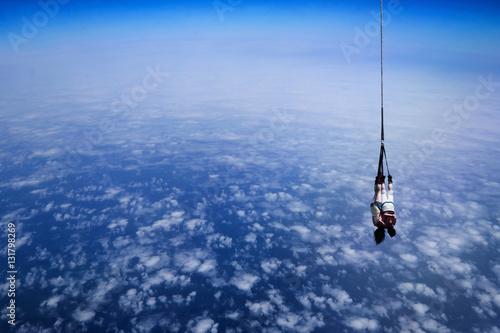 Poster saut en élastique dans l'espace en couple