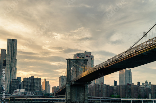 Fototapeta Brooklyn Bridge. The bridge is often featured in wide shots of the New York City skyline in television and film.
