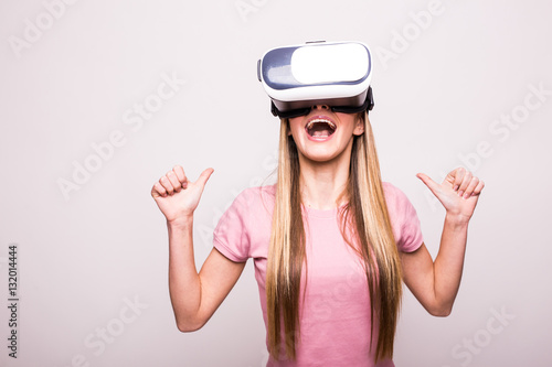 Poster Happy woman wearing virtual reality goggles