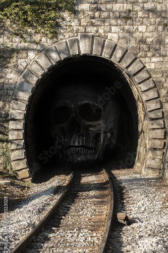 In de dag Human skull In the tunnel
