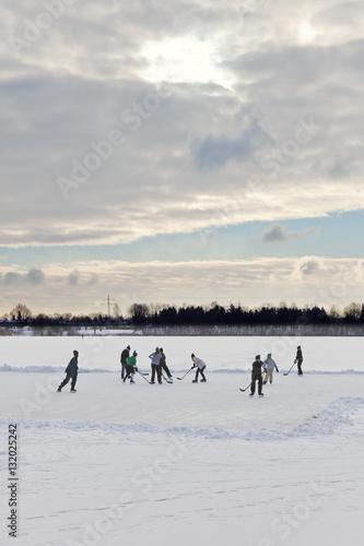 Eishockey auf einem See Poster