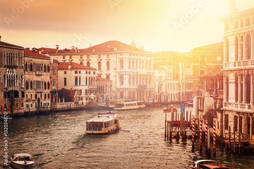 Zdjęcia na płótnie, fototapety na wymiar, obrazy na ścianę : Beautiful Grand canal in Venice at sunset, Italy.