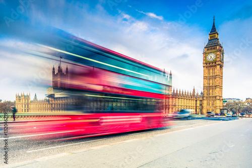 Papiers peints London Big Ben and landmark bus on Westminster Bridge in London