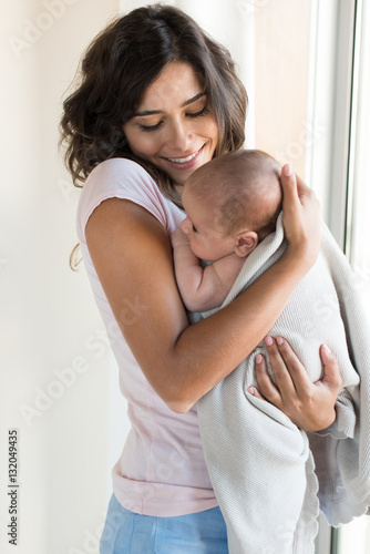 Fotografiet Woman with newborn baby