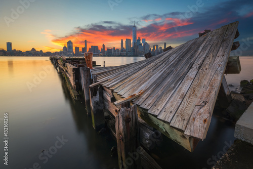 Poster Twisted pier at sunrise