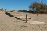 Trappa av trä på en sandstrand