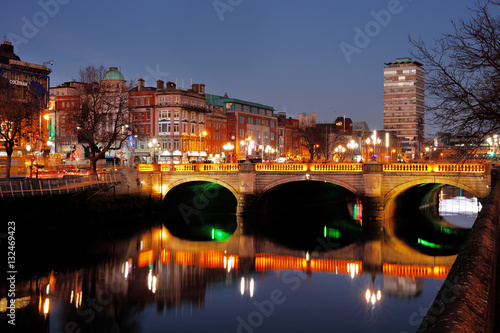 Night view of the O'Connell Bridge and the north banks of the river Liffey in Du Poster