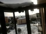 Balconi con stalattiti di ghiaccio