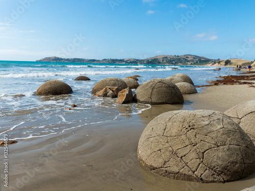 Kugelförmige Steine Moeraki Boulders Küste Neuseeland Otago Poster