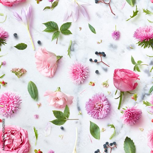 Seamless wallpaper pattern of pink flowers Poster