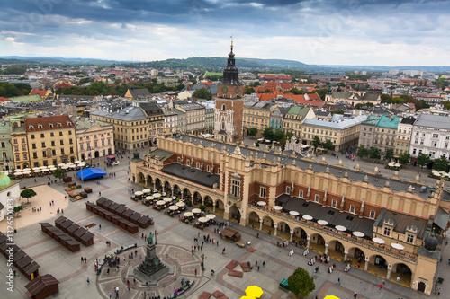 Zdjęcia na płótnie, fototapety na wymiar, obrazy na ścianę : Main market square and Cloth Hall of Krakow, Poland.