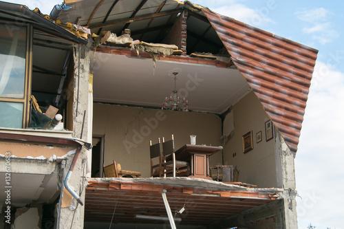 Casa distrutta del terremoto a Norcia Poster