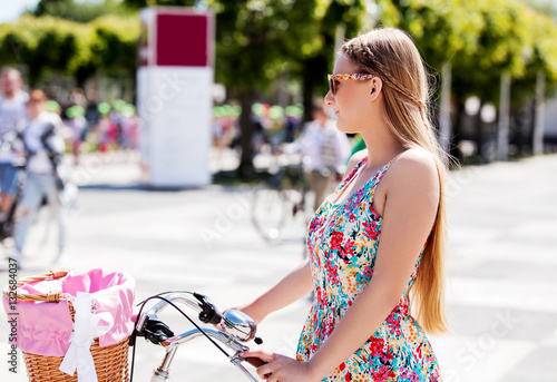 Poster Portrait of a pretty woman on bicycle