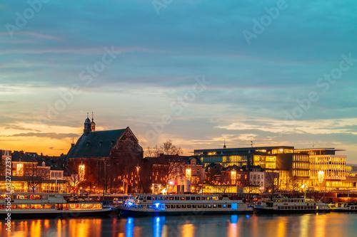 Keuken foto achterwand Schip Evening view of the Dutch Maastricht city center