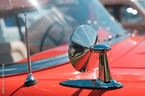 Zdjęcia Mirror of the original retro car. Sophistication. Elegance