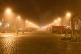 leere straße nachts im nebel in berlin empty road at night in fog in berlin - 132766673