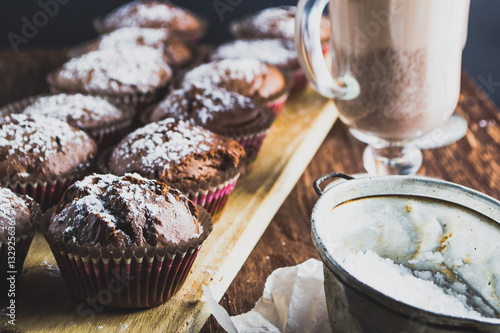 Foto op Canvas Chocolade Homemade muffins and drinks in cups