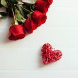 San Valentino sfondo con rose rosse