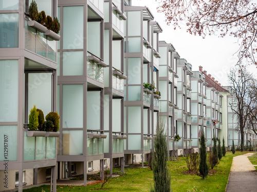 Zdjęcia In älteren Wohngebäuden wurden Balkone angebaut