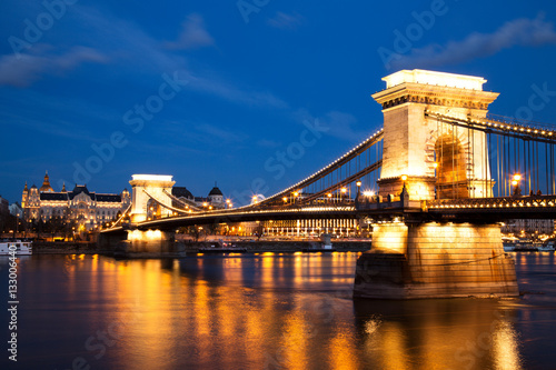 Poster Chain Bridge at Dusk, Budapest