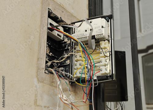 Cableado del interfono de un portero automático nuevo Poster