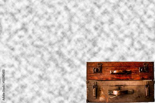 Poster zwei antike alte koffer aus holz für eine lange reise oder urlaub