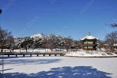 Poster Gyeongbokgung Palace with Snow